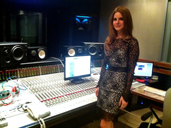 Lana-Del-Rey-recording-session